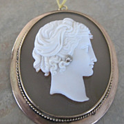 15k rose gold Victorian parian cameo pin mounted on stone
