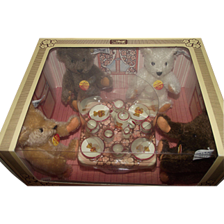 Margarete Steiff Giengen - Brenz Wonderful Four Vintage Steiff Bears With A Beautiful Place setting Set