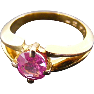 Vintage 1 Carat Pink Sapphire Solitaire Ring, 14 k Yellow Gold