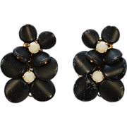 Vendome Black and White Daisy Flower Beaded Necklace and Clip Earring Set