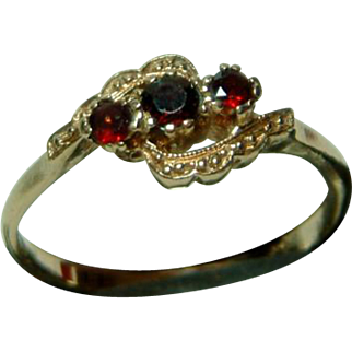 SALE Decorative Antique 18ct Gold 3-Stone Garnet Gemstone Crossover Ring.