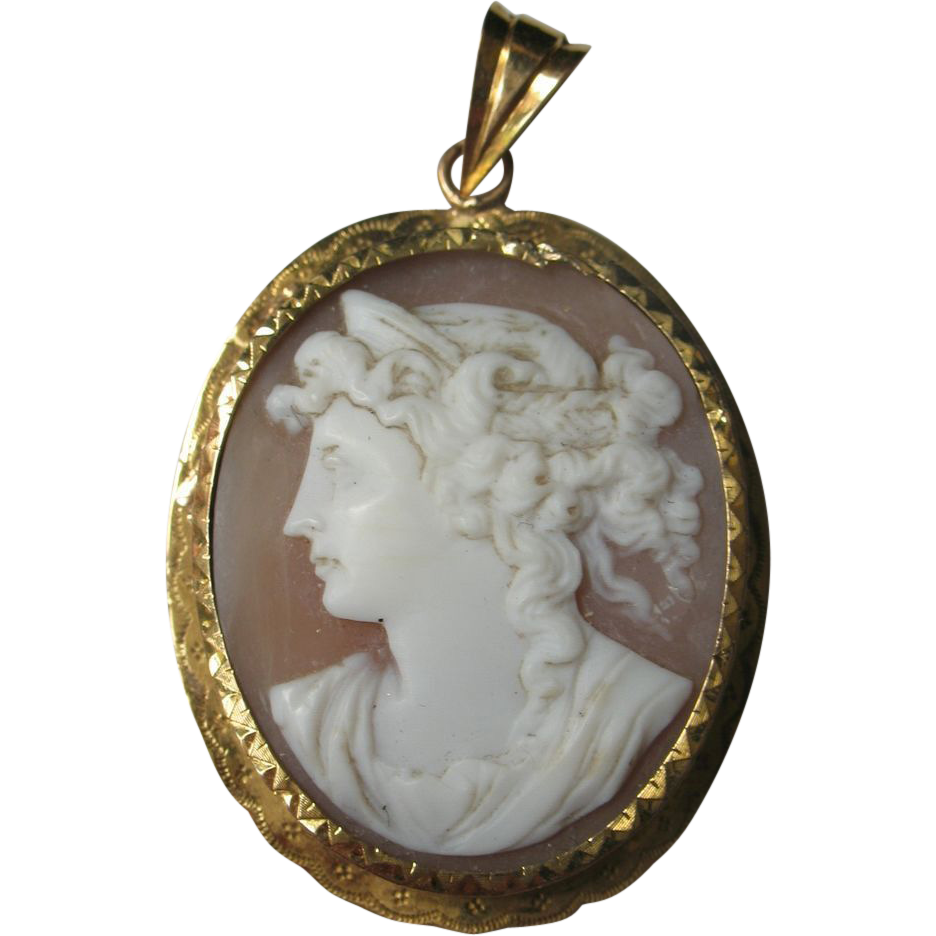 antique shell carved cameo 18k yellow gold pendant