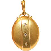 Fine Quality Antique Victorian 18 carat yellow gold and gilded diamond locket pendant - circa