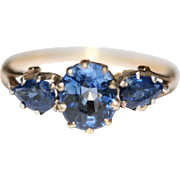 Fine Antique Victorian 18 carat yellow gold and sapphire 3 stone trilogy ring - circa 1880