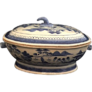 Antique Chinese Export Canton Porcelain Covered Tureen, c 1800 - 1839