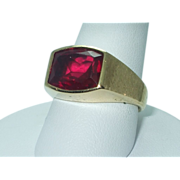 Gent's 10K yellow gold synthetic ruby ring