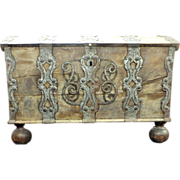 SOLD 1620 Louisbourg chest / trunk