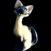 Hagen Renaker Walt Disney's Lady & The Tramp Disney Siamese Cat, AM  #5010 (facing left tail