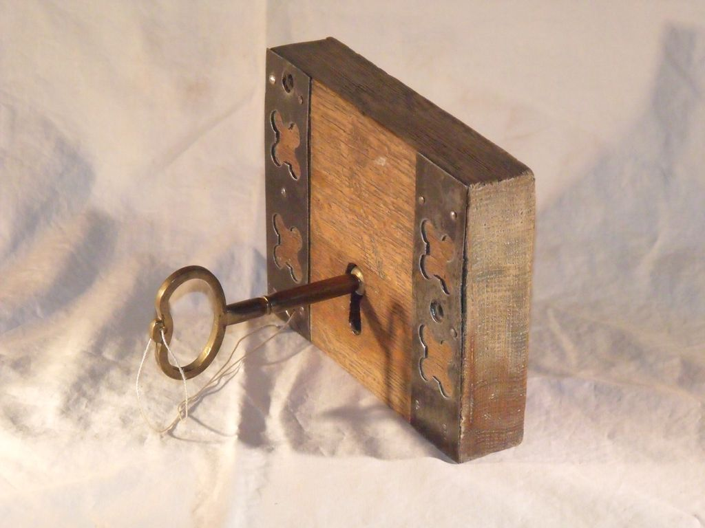 Holiday sale superb 18th century english door lock with for 18th key of the door