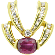 Beautiful unheated Thai Ruby pendant adorned with diamonds, 18kt gold