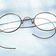 SOLD Vintage Gold Wire-Rimmed Oval-Shaped Eyeglasses Spectacles w. Case