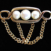 Vintage Faux Pearl Gold Ton Brooch Pin with Chain