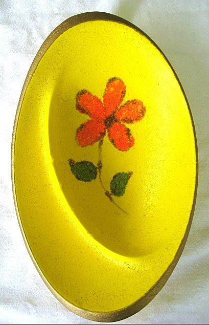 1960s - 1970s Modern Retro Oval Ashtray Orange Daisy on Yellow