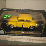 ROAD TOUGH Collection, 1967 Volkswagen Beetle, 1/18 scale, NIB