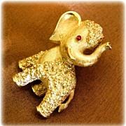 Vintage Trifari  Gold Toned Elephant Pin / Brooch