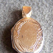 SALE Vintage Silver Fancy Etched Oval Locket Pendant Charm