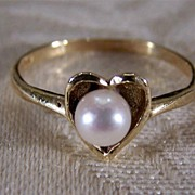 Vintage 14K Gold Classic Heart Bold Cultured Pearl Ring, Size 6