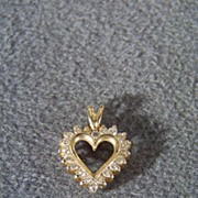 Vintage 14 K Yellow Gold  Classic Heart  Pendant Charm 21  Round Cut Diamond