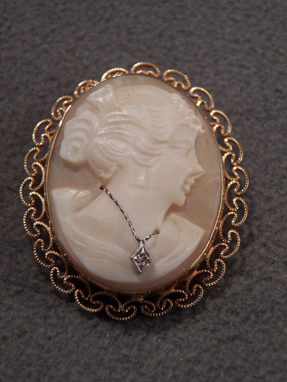 Vintage  12 K Yellow Gold Filled Classic  Cameo Diamond Pendant Charm Pin Brooch