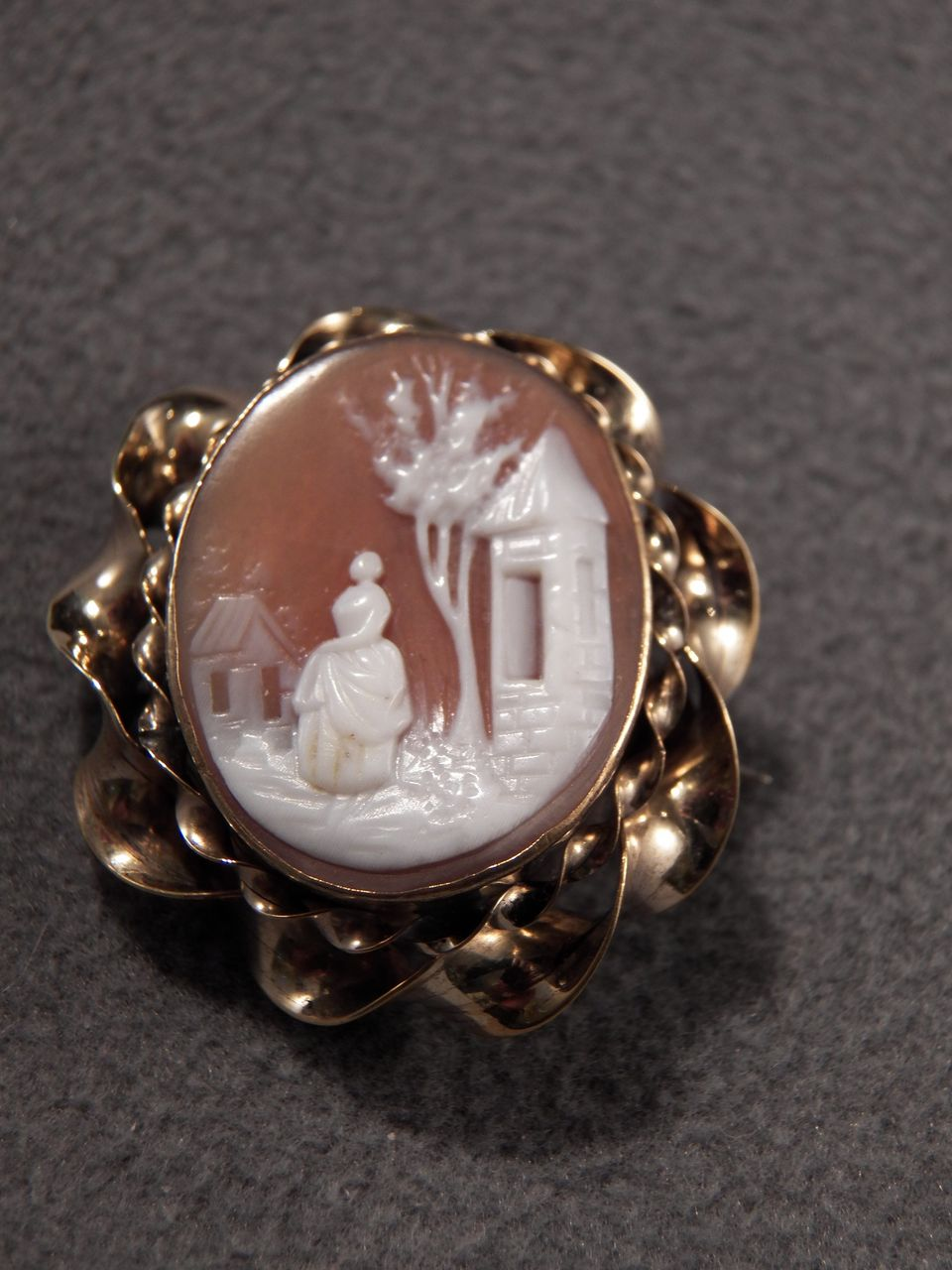 Vintage  12 K Yellow Gold Filled Classic  Cameo  Pin Brooch
