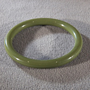 SALE Vintage Green Bakelite Smooth Classic Bangle Bracelet