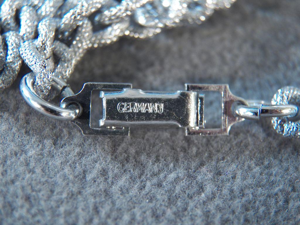 Vintage Silvertone Heavy Textured Link Necklace **
