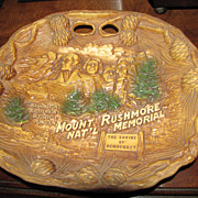 """Souvenir """"Mount Rushmore National Monument"""" Relief Collector Plate"""