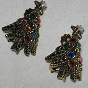 Sparkly Rhinestone Decorated Hollycraft Christmas Tree Clip Earrings
