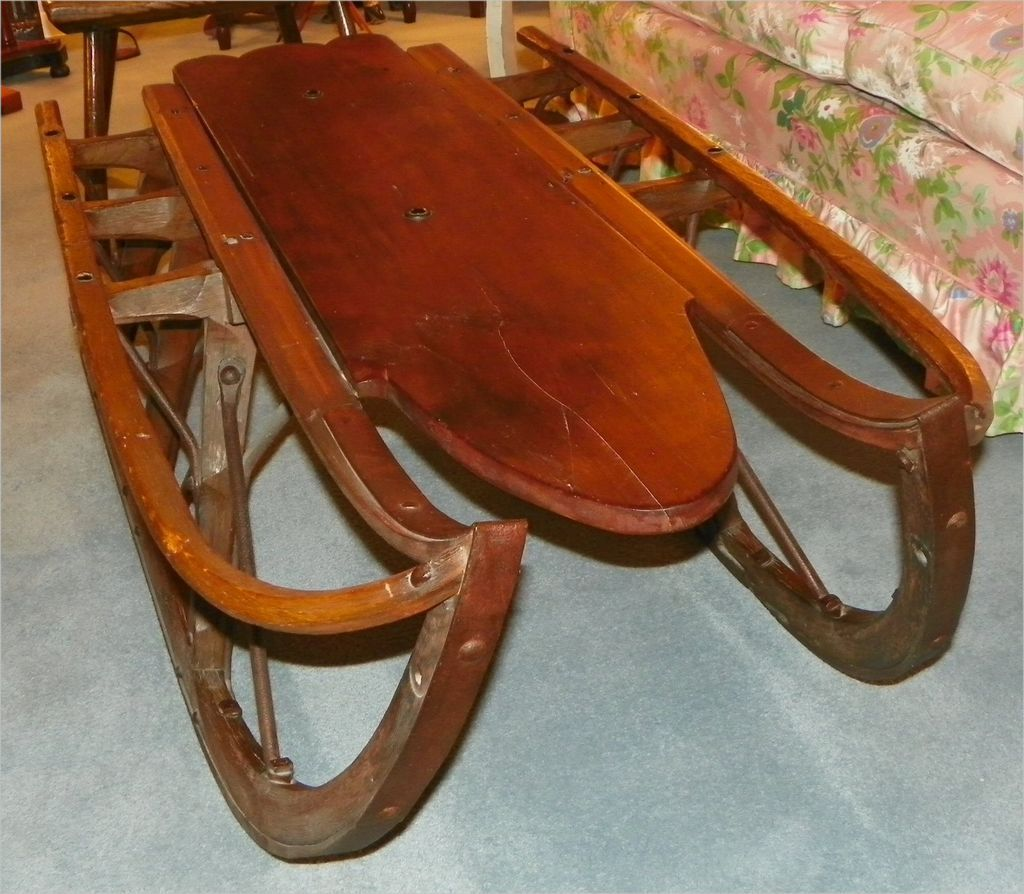 Hs00254 Antique sleigh coffee table