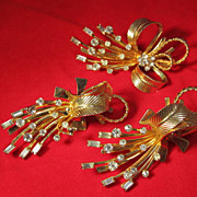 Sarah Coventry  Pin Brooch Earrings Set