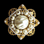 Victorian Revival Vintage Florenza Faux Pearl Beaded Pin