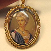Regal & Sophisticated Marie Antoinette Necklace/Brooch in 18K Yellow Gold