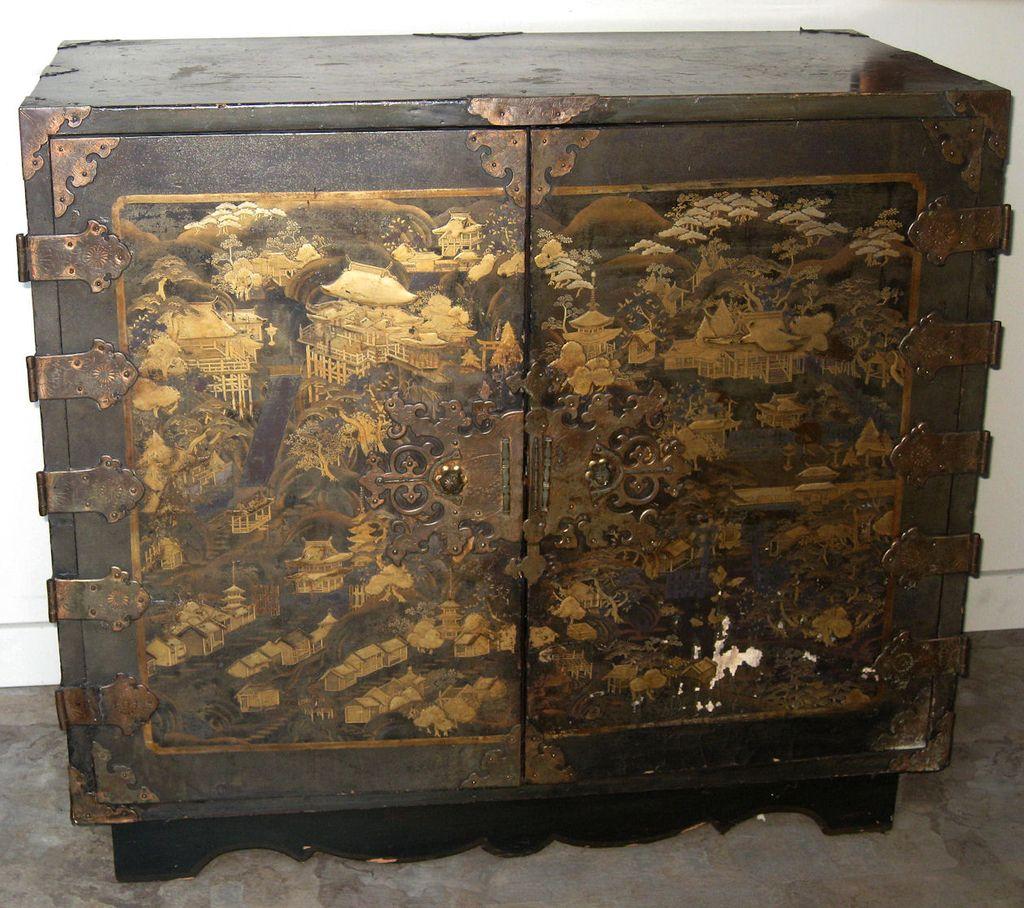Exquisite Antique Japanese Lacquer Chest