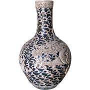Chinese Large Porcelain Blue and White Crackle Dragon Vase