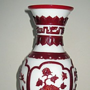 Exquisite Chinese Red-Overlay Peking Glass Vase