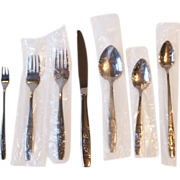 Oneida Rose Pendant Seven Piece Place Setting Distinction Deluxe Stainless Steel Flatware