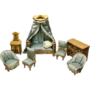 Antique Honey Bedroom Furniture Set with Luxury Gilt and Floral Patterns - For the French Mark