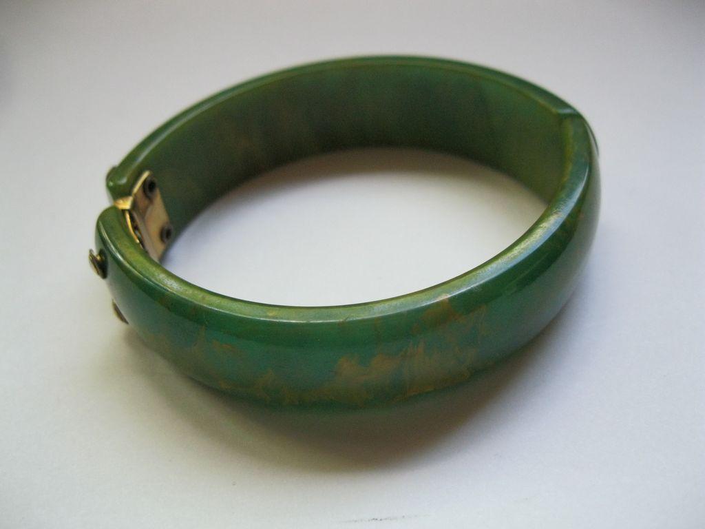 vintage bakelite spinach cler bangle bracelet