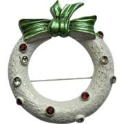 Vintage Signed Doddz White Enamel Christmas Wreath Pin Broach