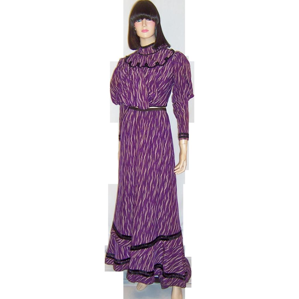 Victorian purple amp white printed silk bodice amp skirt with slight train