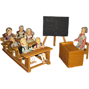 Boxed Erna Meyer Lilliput Schoolroom with 7 Dolls & Furniture Germany 1950s