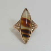 English Victorian Banded Agate Ring in Yellow Gold