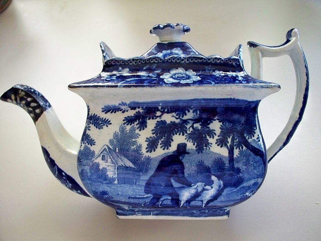 Antique Pearlware Deep Cobalt -Blue Beehive Tea Pot  Dogs circa 1810