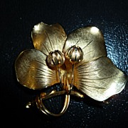1960s Giovanni Goldtone Flower Brooch