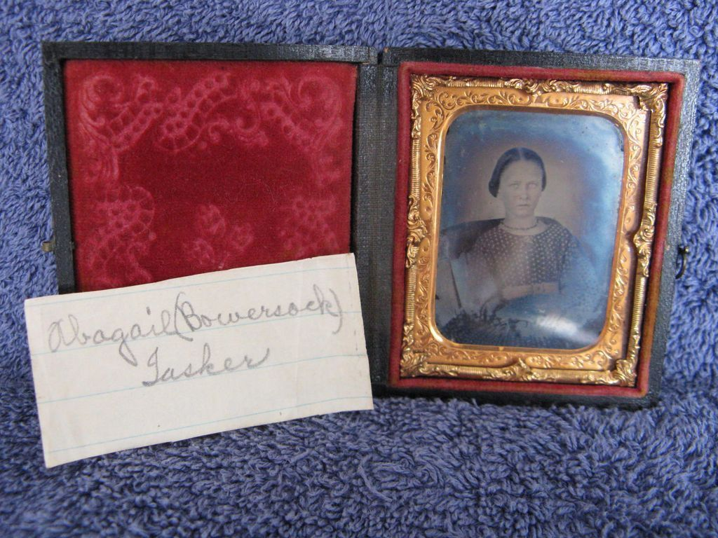 Antique Daguerreotype Ninth-Plate Young Lady