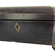 Chinese Export Lacquered Work Box Carved Gilt Feet