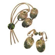 "Sarah Coventry""Touch of elegance"" Set with Earrings and Brooch Green and Goldtone"