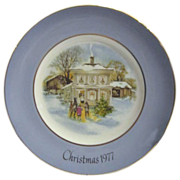 """Avon 1977 Christmas Plate """"Carollers in the Snow"""""""