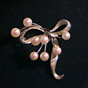 Lovely vintage Sterling and Cultured Pearl Bow Pin