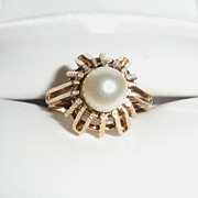 Beautiful Vintage 10K Gold Ring with Large Round Cultured Pearl